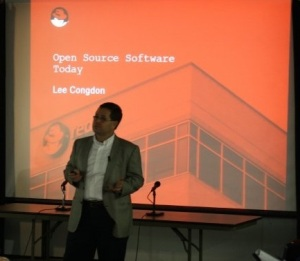 Lee Congdon opens his presentation on the state of open source software.